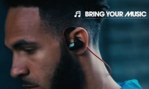 Detalle auriculares new balance paceiq