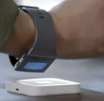 pulsometro fitbit ionic pago por el reloj